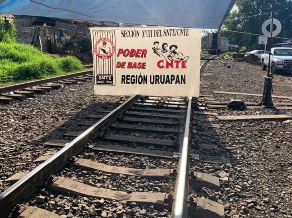 Nuevamente cierran vías férreas de KCSM en Michoacán